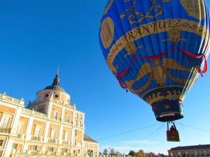 Plaza de Parejas de Aranjuez con su Globo Montgolfier